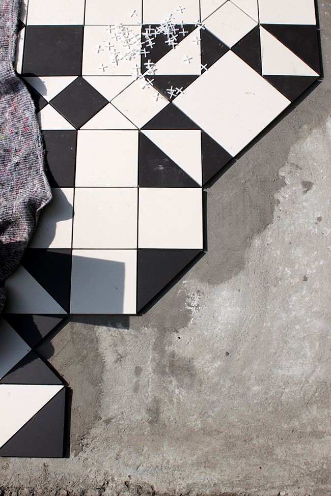 Original Style Victorian Floor Tiles in Black and White - Swoon Worthy