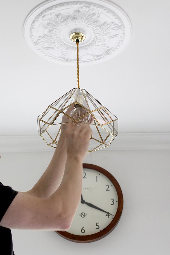 screw in light bulb