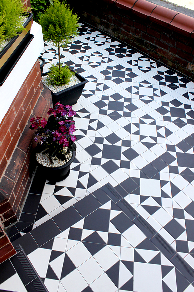 Swoon Worthy front patio Victorian Floor Tiles