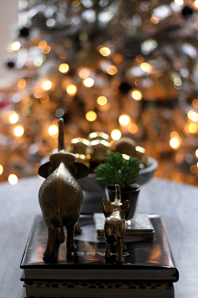 Blogger Stylin Home Tour - Christmas living room - Swoon Worthy