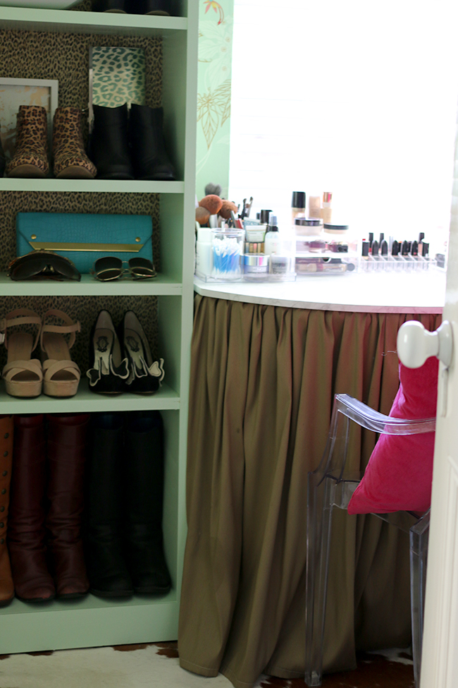 Swoon Worthy - Dressing Room Tour - shelves and vanity