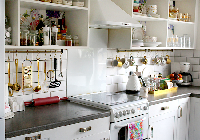 White kitchen with gold accents and hanging rail - www.swoonworthy.co.uk