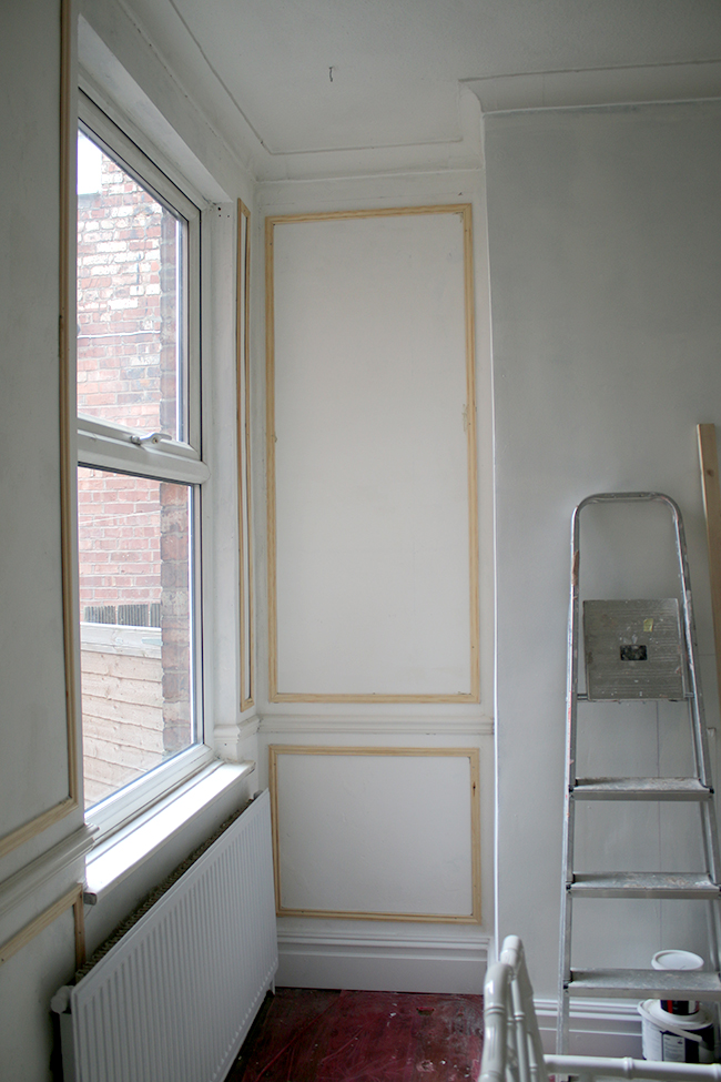 Installing moulding - see more at www.swoonworthy.co.uk