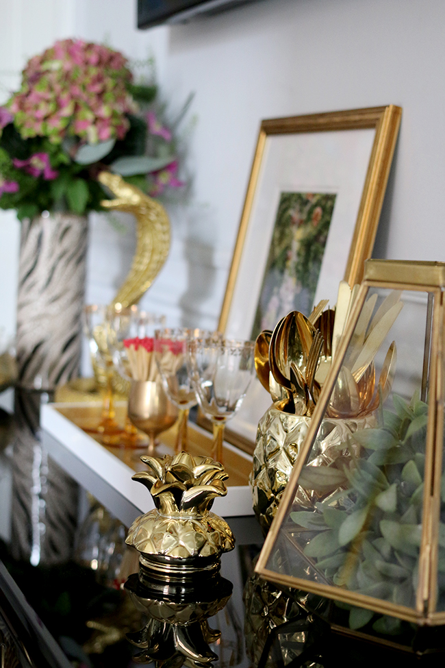 gold cutlery in gold pineapple