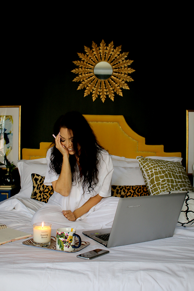 Swoon Worthy - blogging in bed