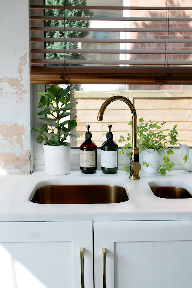 gold-sinks-and-tap-front-view