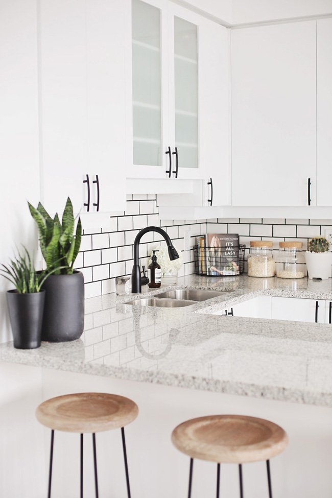 white-subway-tiles-with-black-grout-and-black-faucet