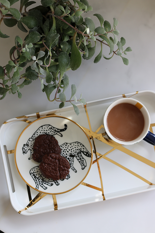 diy-graphic-gold-pattern-tray