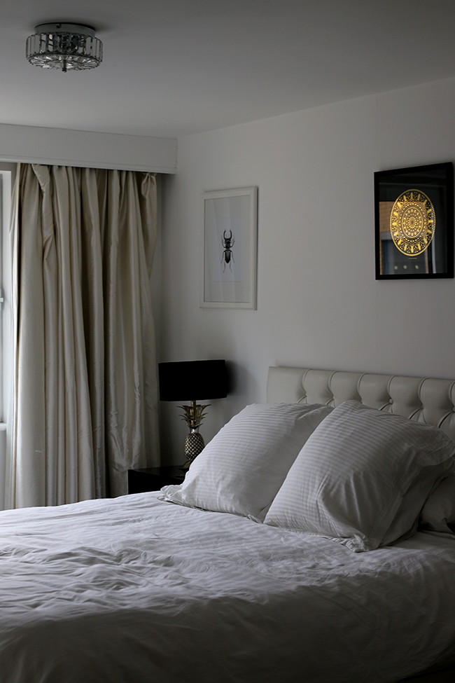 curious-apartment-bedroom-2