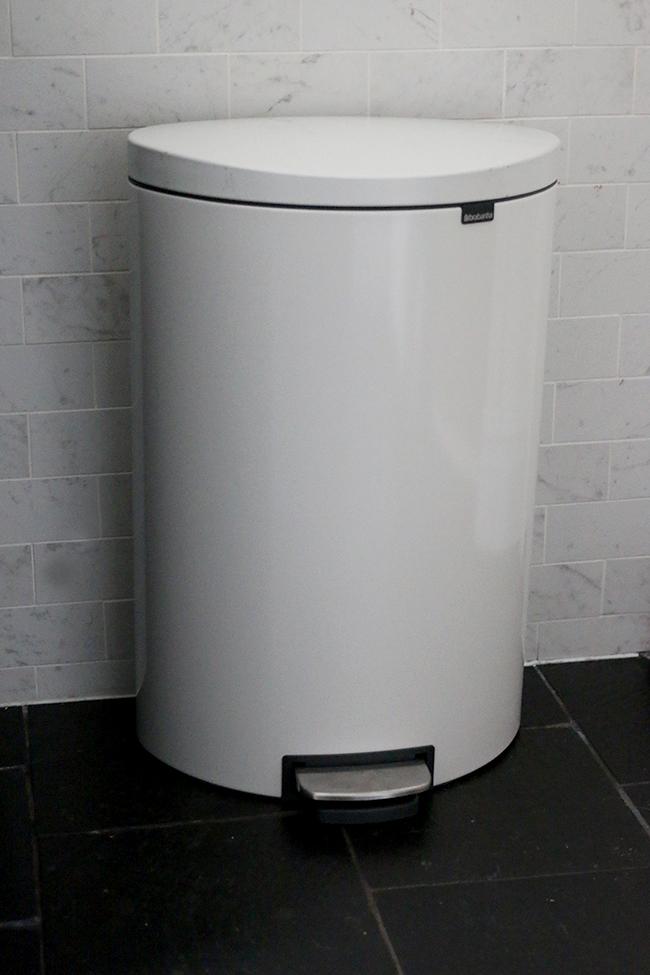 brabantia-white-flat-back-bin