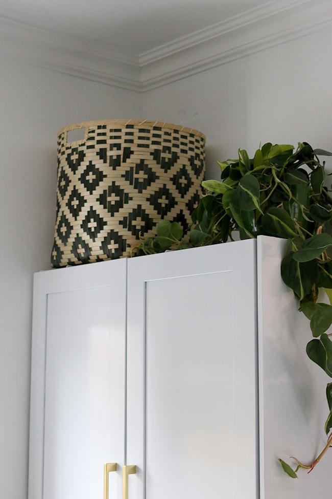 monochrome-bamboo-basket