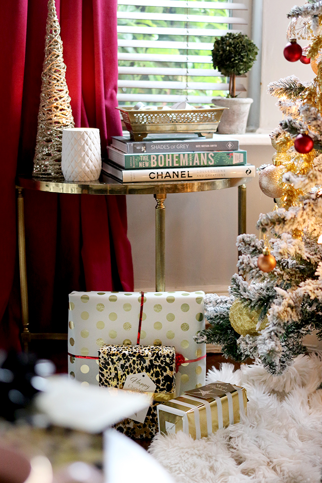 eclectic boho glam christmas decor with flocked tree in gold and red - see more on www.swoonworthy.co.uk