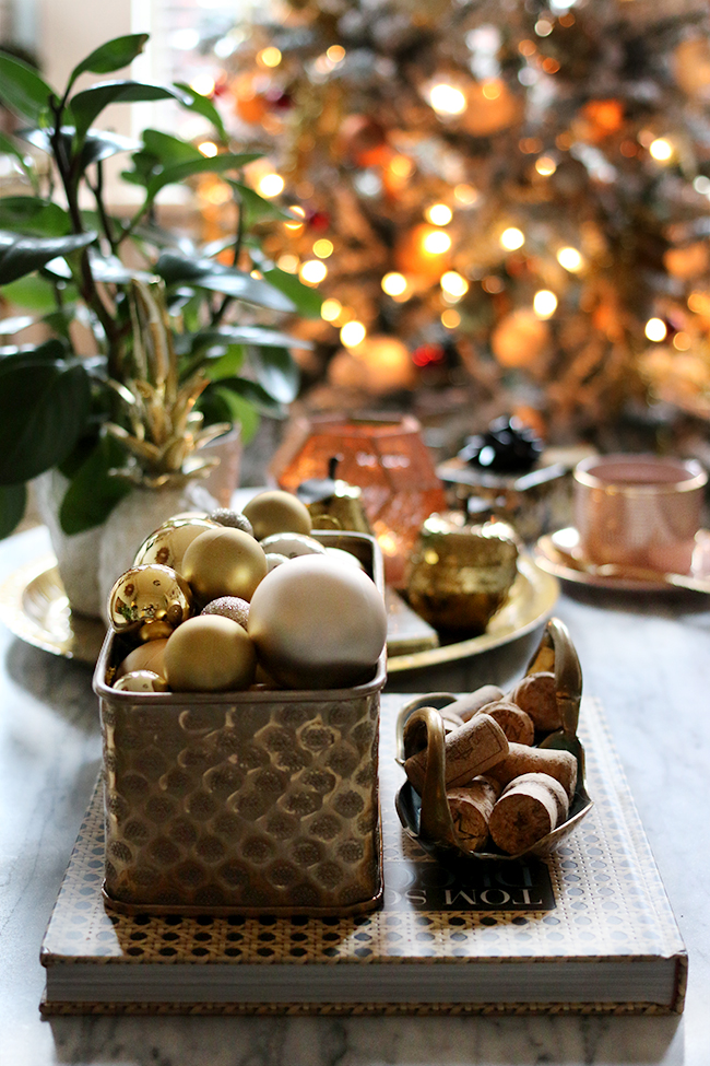 Eclectic boho glam Christmas decorating in gold copper and red - see more at www.swoonworthy.co.uk