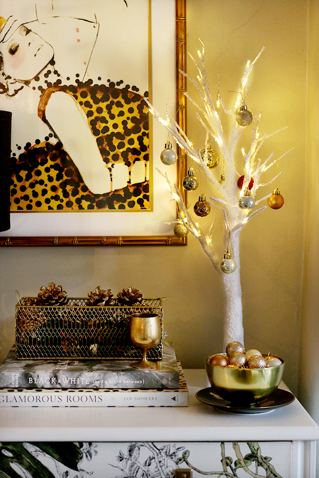 eclectic boho glam christmas decor in gold with tropical print wallpaper - see more at www.swoonworthy.co.uk