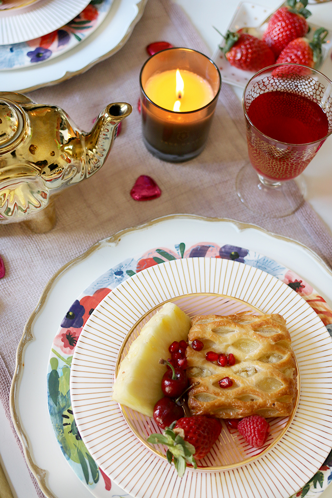 Here's how to create a romantic Valentine's Day table setting with breakfast for two