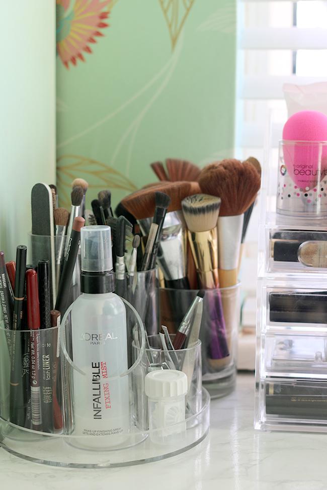 makeup brushes, nail care organisation