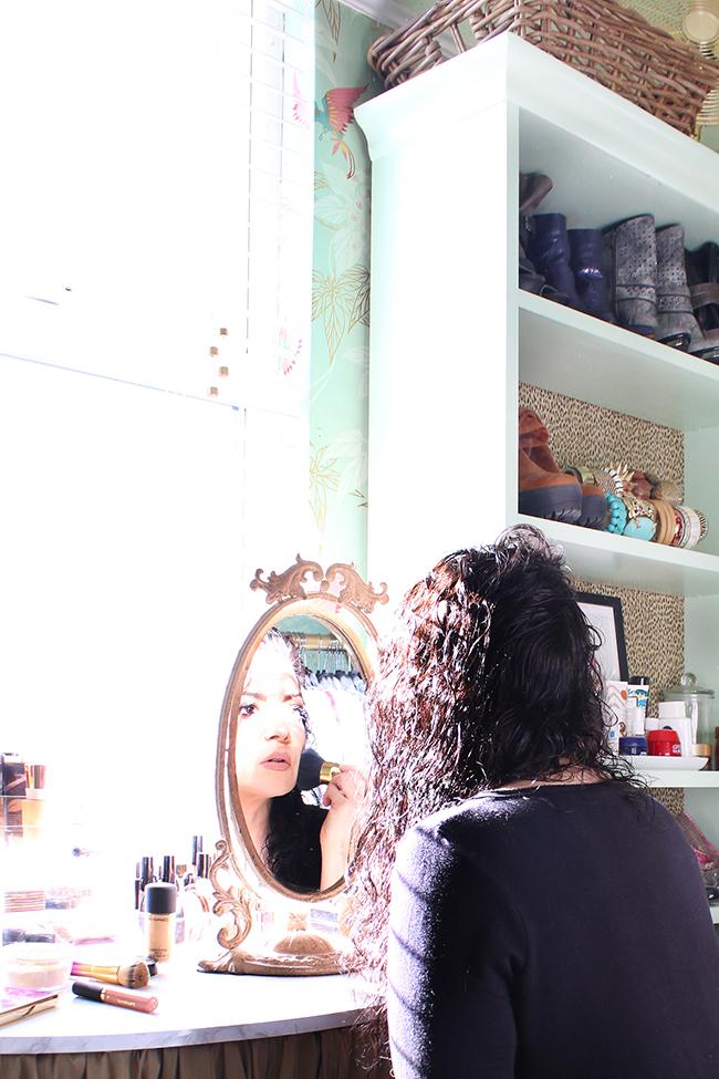 Swoon Worthy dressing room - makeup vanity