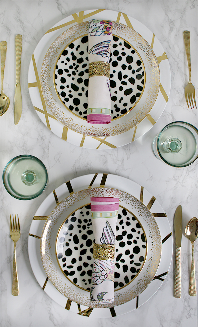 Add a touch of luxury to your dining table with my cheap and easy DIY Gold Glam Chargers