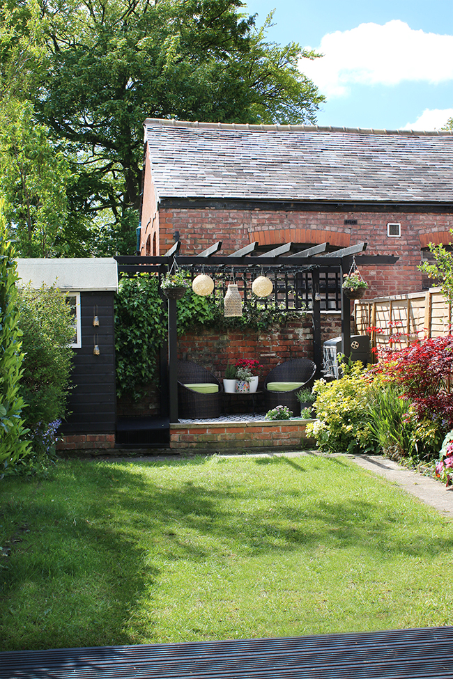 garden in Edwardian home with black pergola and shed