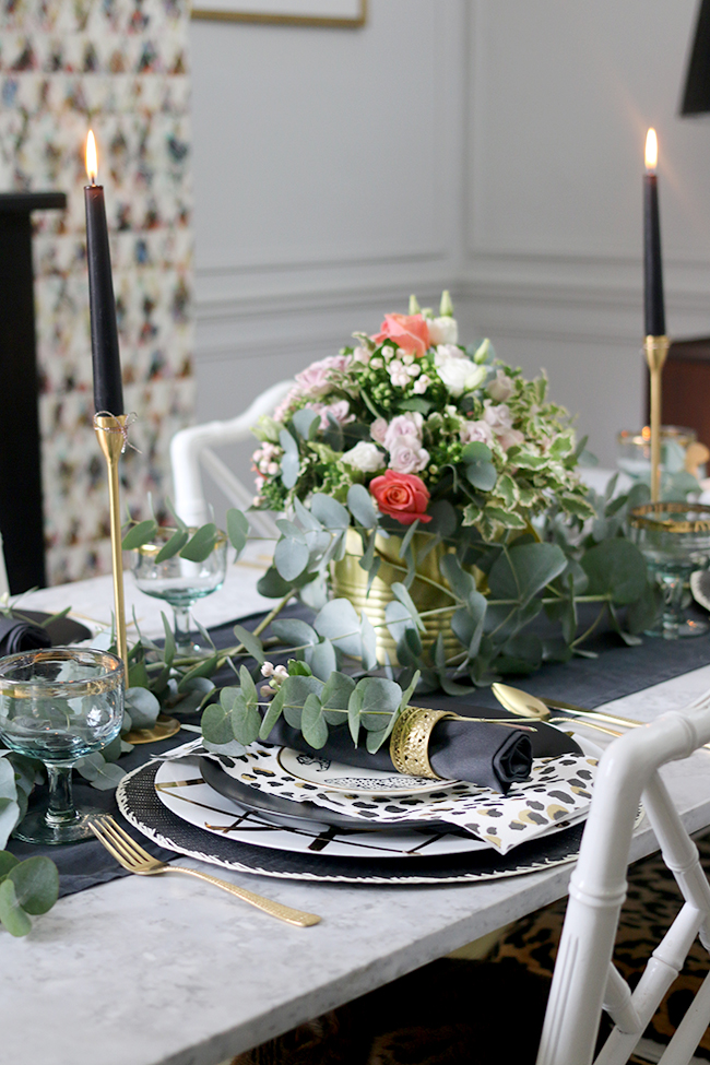 Find out how to create a stunning Autumn tablescape in Black White Gold and Green