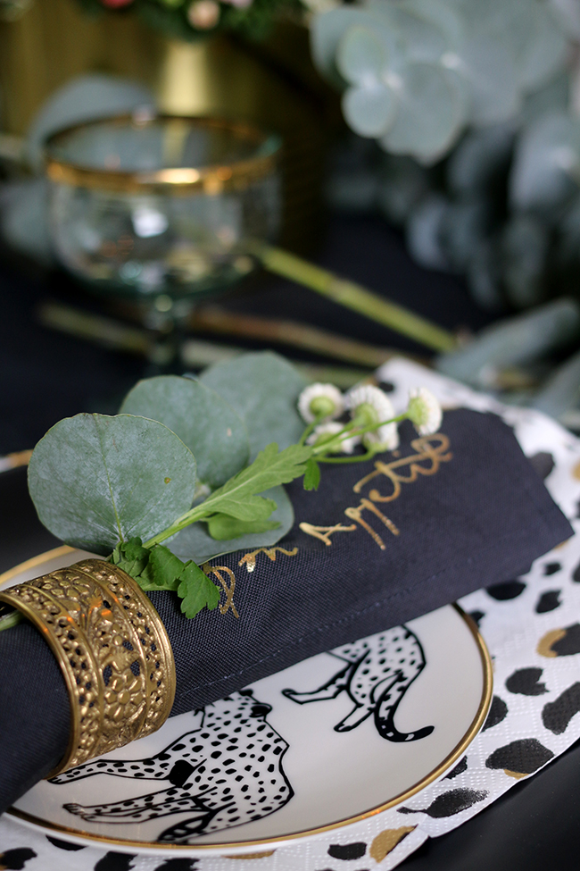 Napkins with gold calligraphy Autumn tablesetting