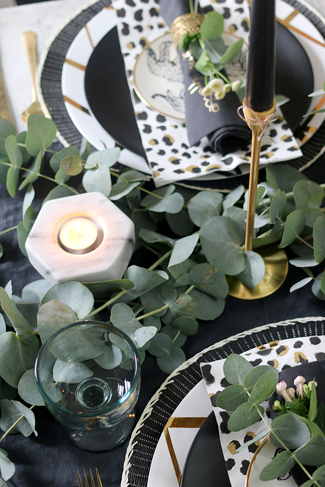 Take a look how to create an Autumn Tablescape in black white gold and green