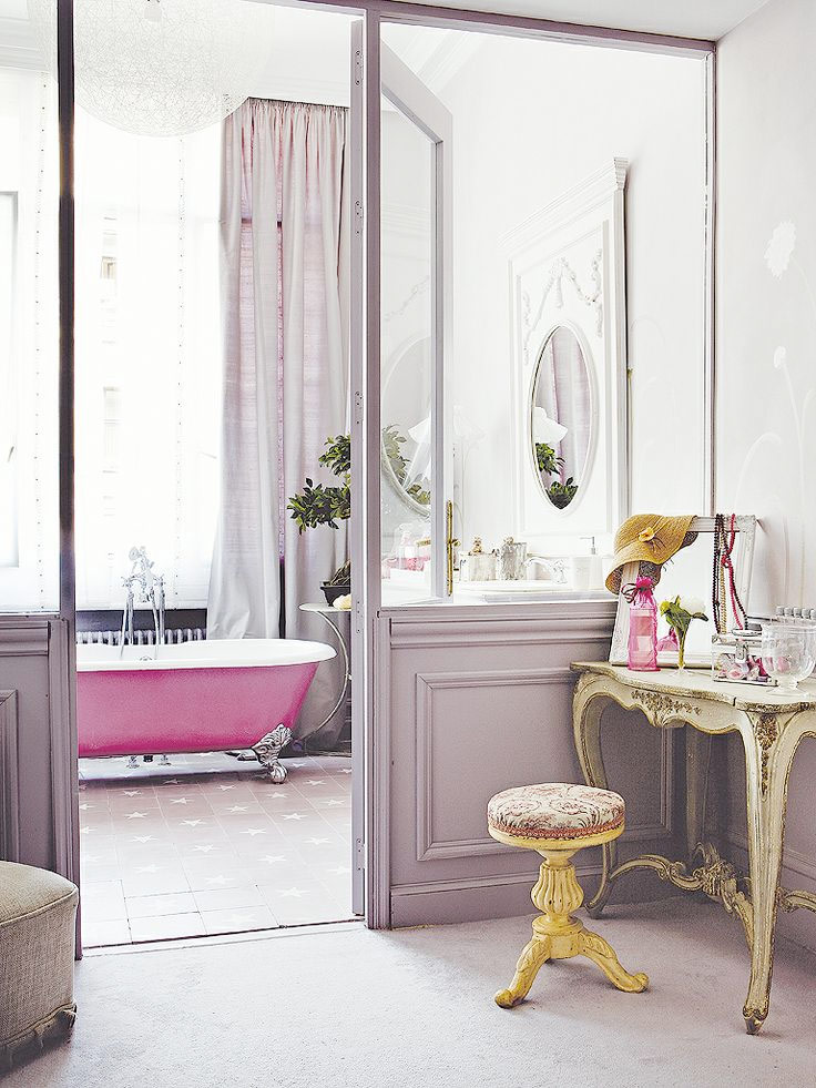 Lilac bathroom french