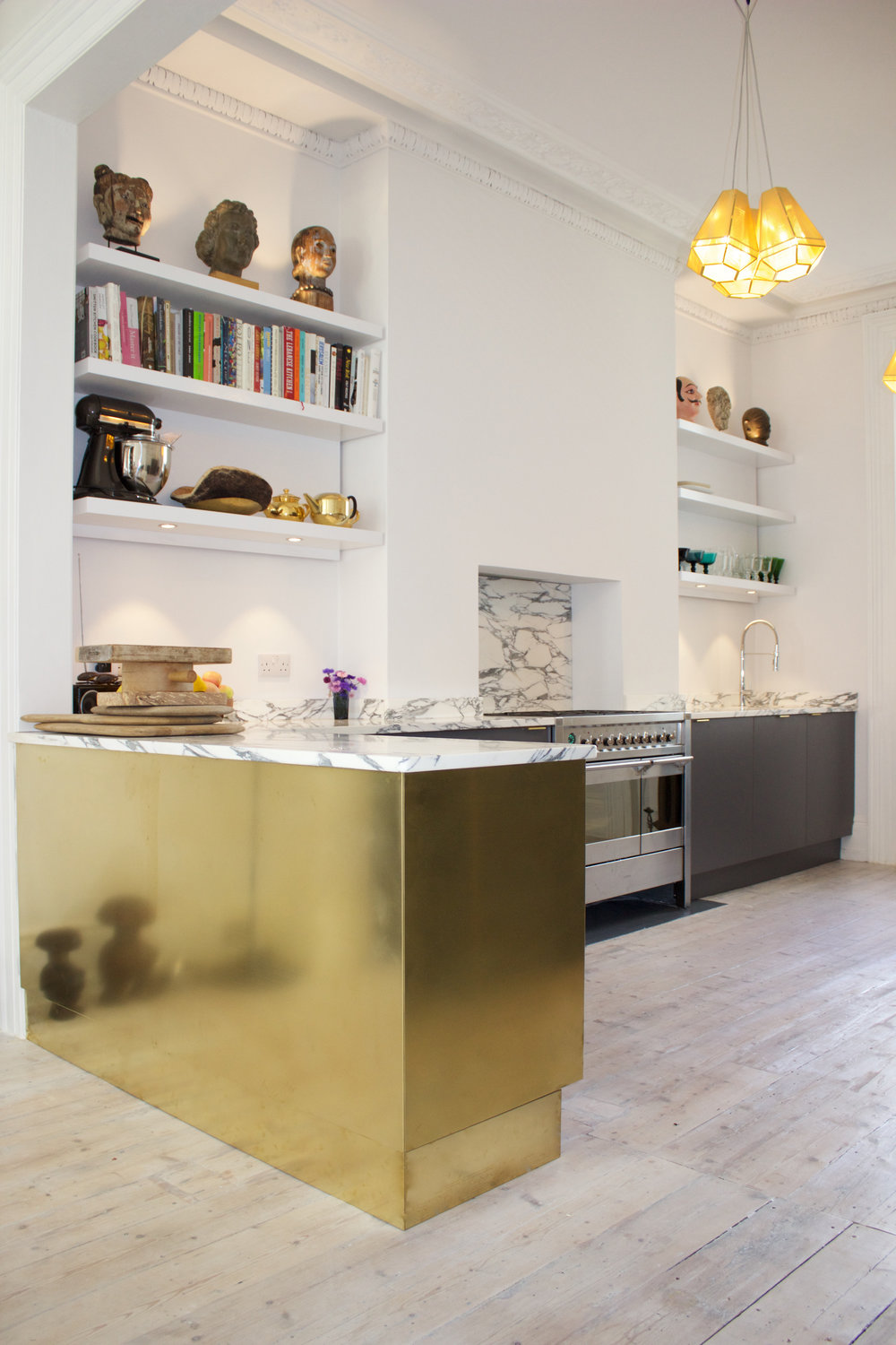 Kitchen+arabescato+marble+brass+storm+formica