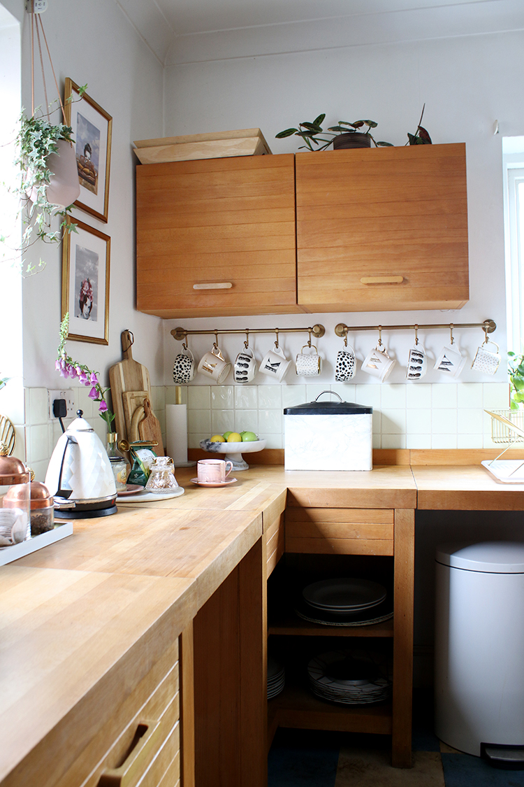 wood kitchen corner with hanging mug rail