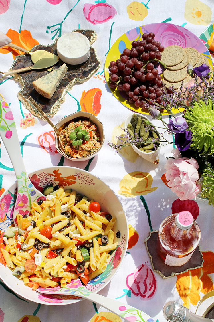 What to serve and how to style your summer picnic