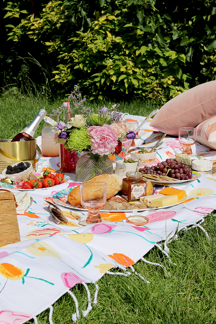 Summer picnic styling with Anthropologie