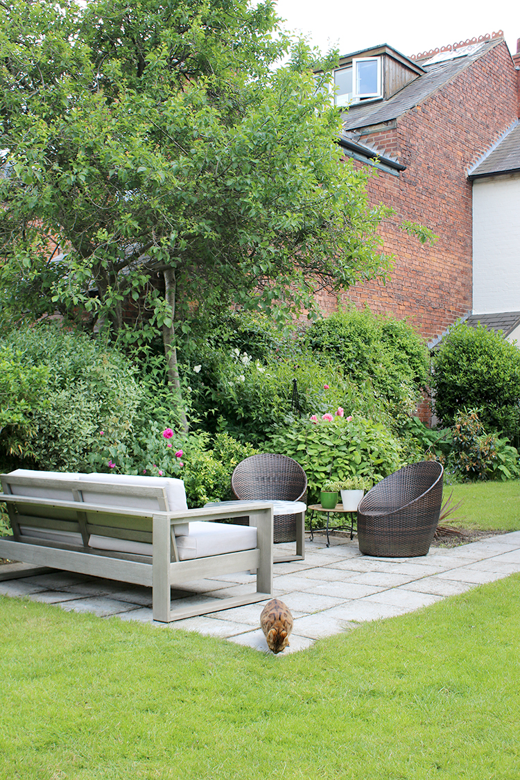 patio with garden sofa and chairs