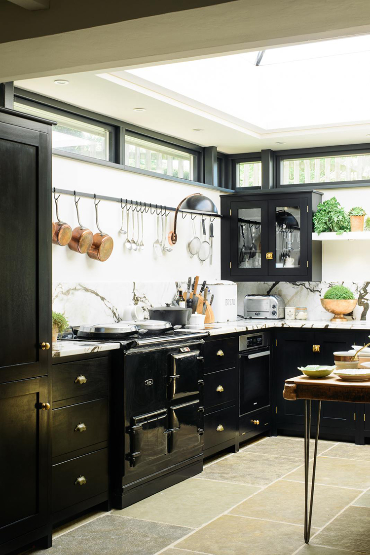 Chipping Norton black shaker kitchen from deVOL