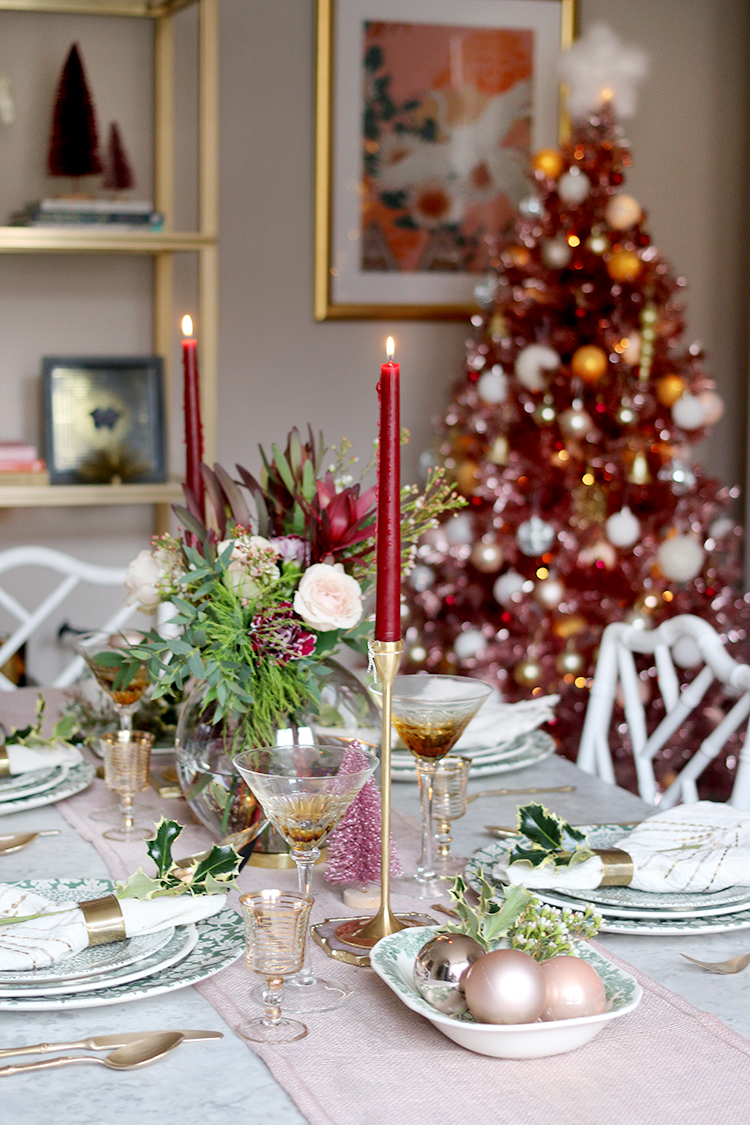 Christmas table setting in green, burgundy and pink