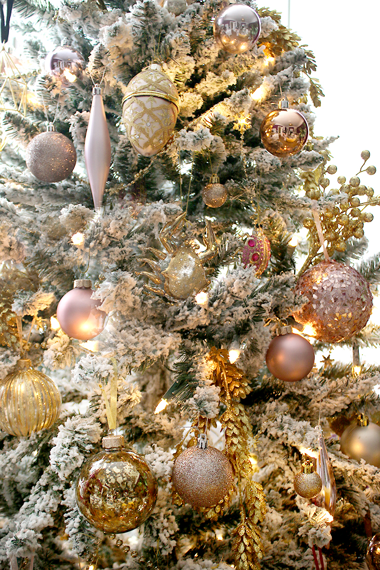 Christmas tree detail in pink and gold