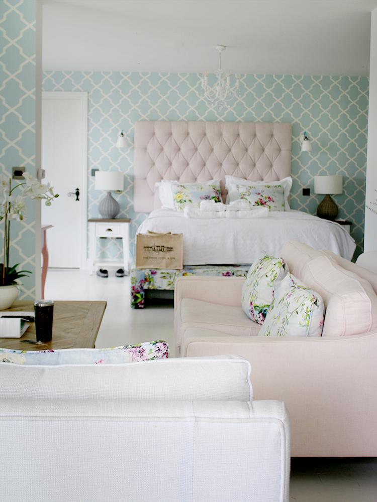 Love Nest Swan Hotel