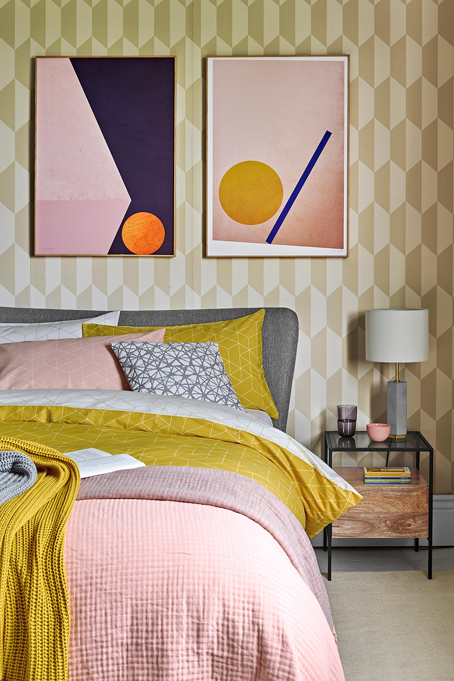 Pink and Mustard Bedroom - Decorating according to your zodiac sign - Aquarius