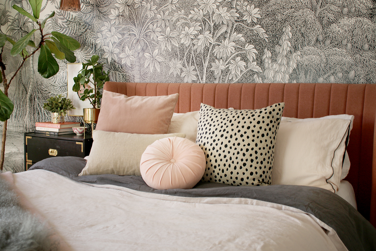 10 Tips for Choosing Decorative Pillows