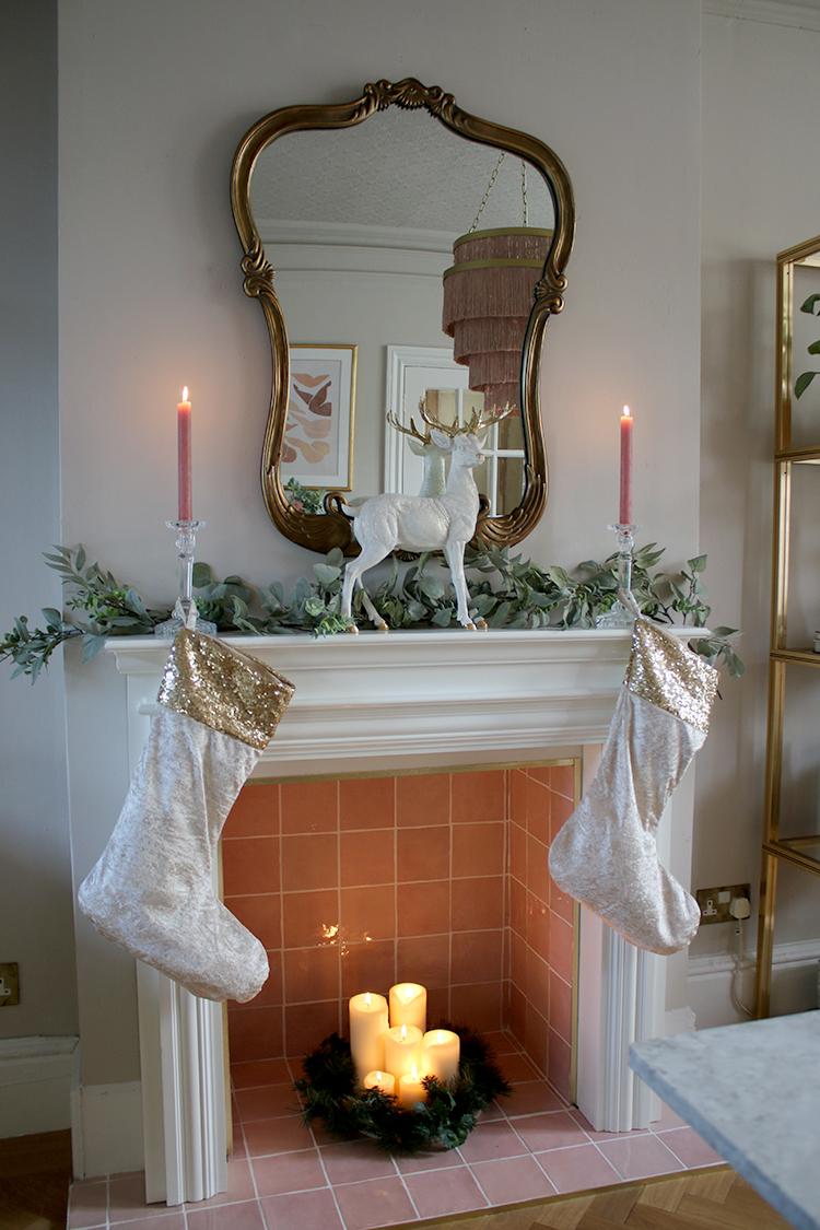 simple christmas mantle decor