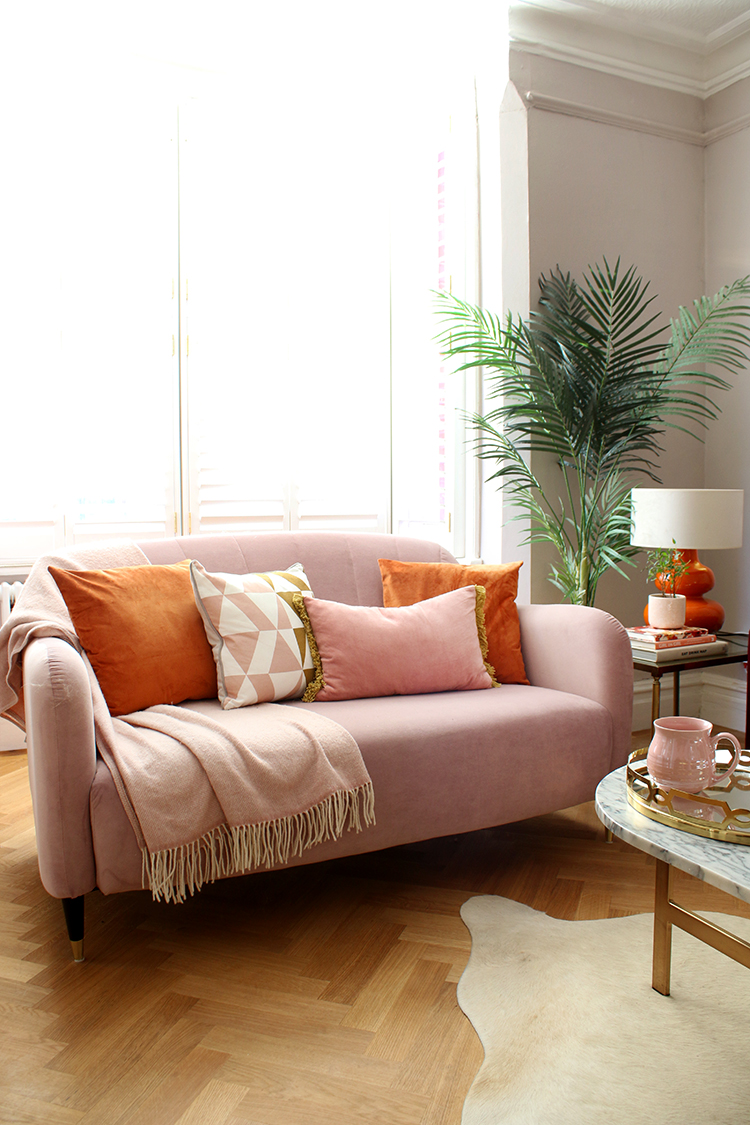 Analogous Combination - How to use colour on a small sofa