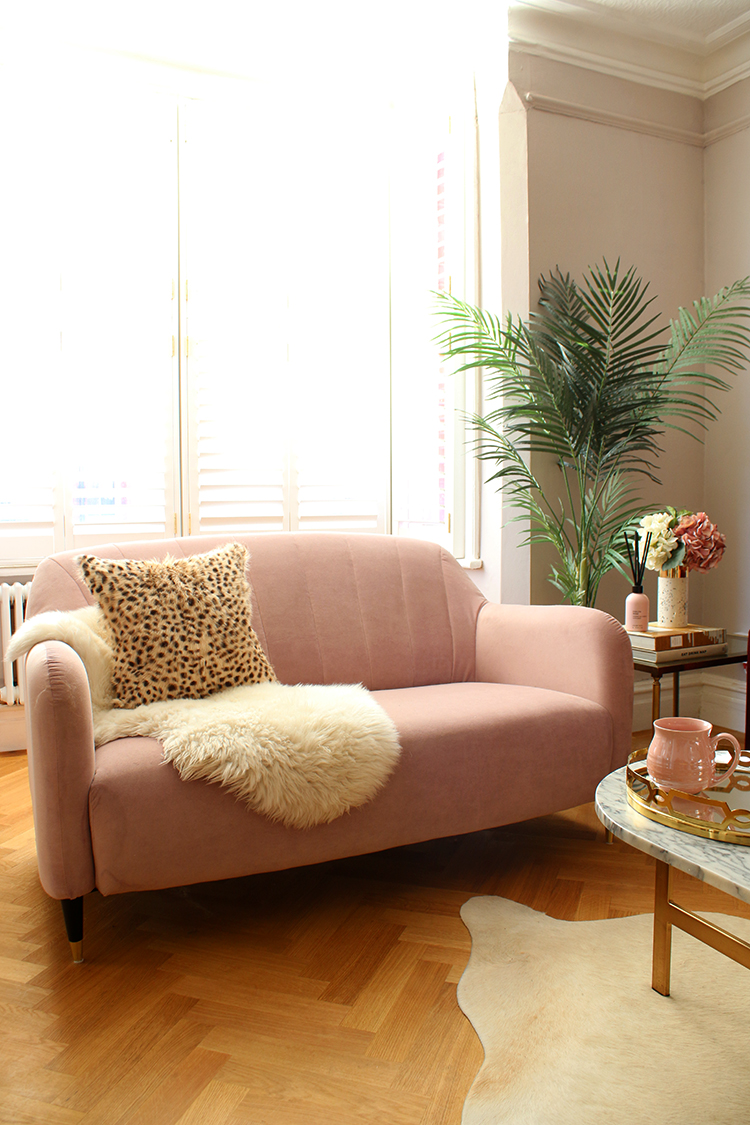 Minimal Style Maximum Texture - How to Style a Sofa without lots of cushions