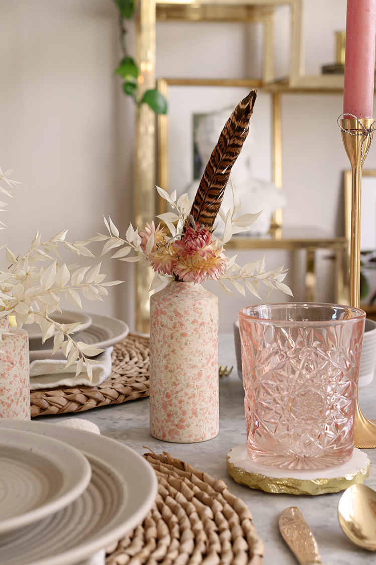 tablescape ideas dried flowers and feathers