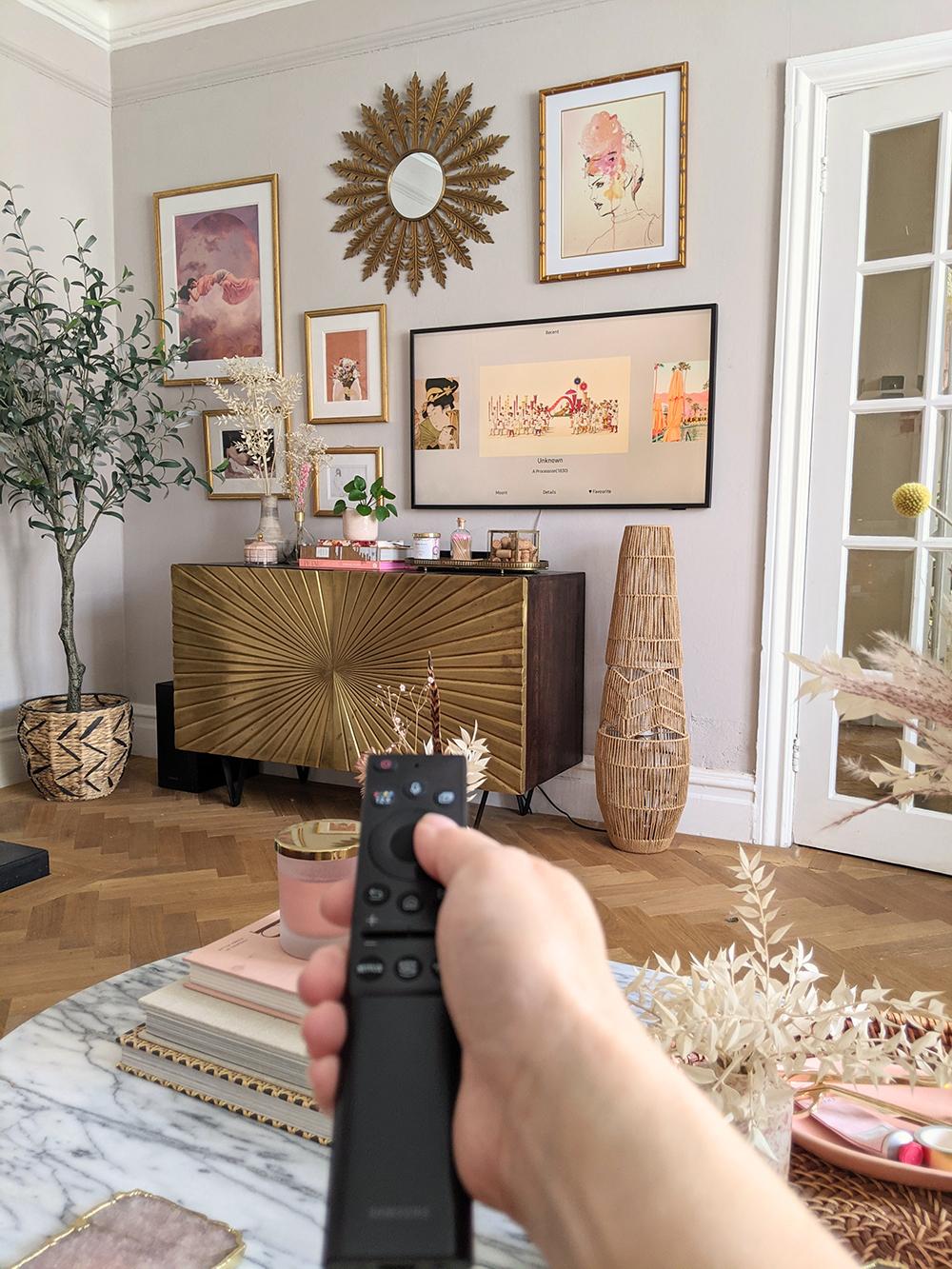 Samsung Frame TV 2021 changing the art